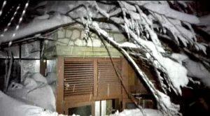 Hotel Rigopiano travolto da slavina due salvi, dentro altri 20