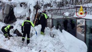 Terremoto e neve, miracolo Rigopiano: 10 sopravvissuti dopo 2 giorni sepolti