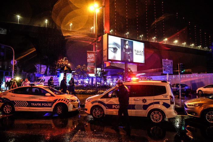 Attentato Istanbul, killer non era vestito da Babbo Natale