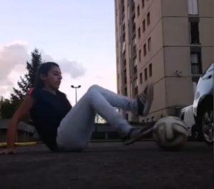 Tunnel e palleggi: Liza Zimouche, la freestyler algerina si prende beffa dei ragazzi