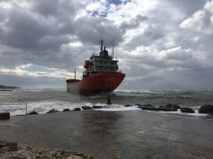 Livorno, disincagliata la nave Sigma: nessun danno ambientale