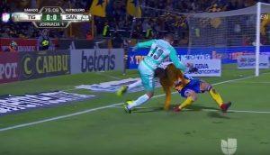 YOUTUBE Luis Martinez, infortunio choc: gamba si gira e si spezza durante tackle