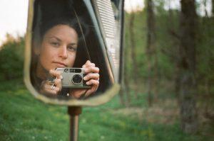 Magdalena Wosinska star di Instagram: si fotografa n**a in giro per il mondo