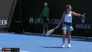 Maria Vittoria Viviani, tennista: tira pallina contro il raccattapalle, squalificata dagli Australian Open Junior