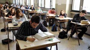 Maturità, dal 2018 agli studenti per accedere basterà un 6