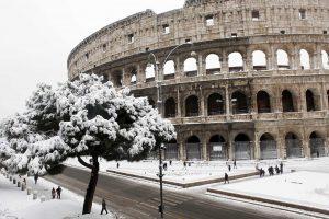 Maltempo, gelo artico sull'Italia. Prima neve a Bologna, possibile a Roma