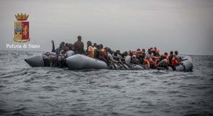 """Massimo Coppola su Facebook: """"Volete migranti a Sorrento"""". Le risposte..."""