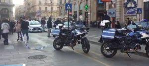 """Milano, falso allarme dal McDonald's: """"Sembravano spari"""" ma era il compattatore"""