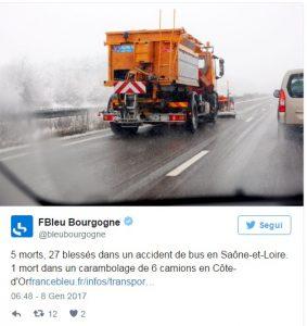 Francia, ghiaccio sulla strada: bus con turisti perde controllo, 4 morti