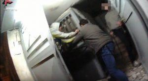 Maxi-blitz anti droga nel Rione Traiano a Napoli, 86 arresti