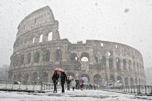 Maltempo, neve arriva a Roma: il piano di Virginia Raggi