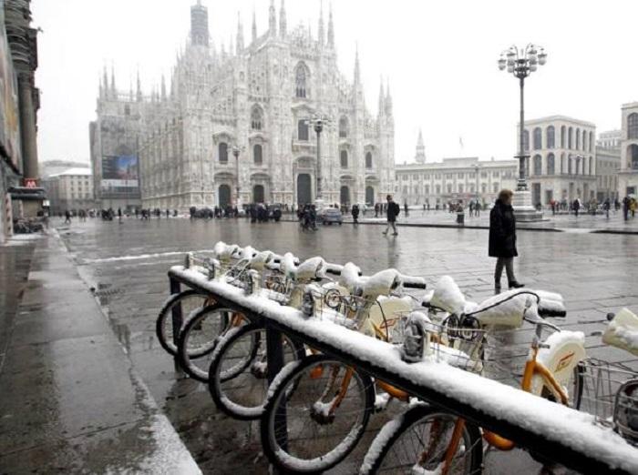 Milano, neve la sera di martedì 10 gennaio. Gelo si sposta a Nord