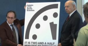YOUTUBE Doomsday Clock, orologio Apocalisse nucleare spostato di 30 secondi per...