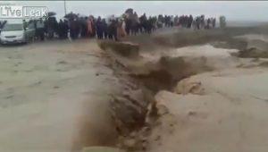 Inondazioni, in Perù auto contro tir. In Pakistan auto inghiottita dalle acque2