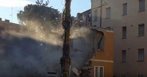 """YOUTUBE Roma, demolito palazzo via Farnesina. Condomini: """"Tutto a spese nostre"""""""