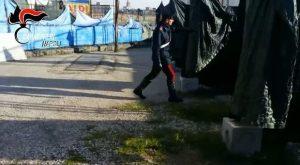 """Napoli. Il """"parco dell'amore"""" sotto al cavalcavia: sosta a pagamento 25 euro"""