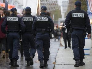 Parigi: studente 17enne pugnalato a morte davanti a scuola