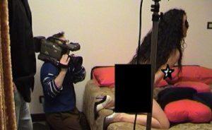 Ospitaletto: film a luci rosse in casa per pagare Equitalia, i figli restano al padre