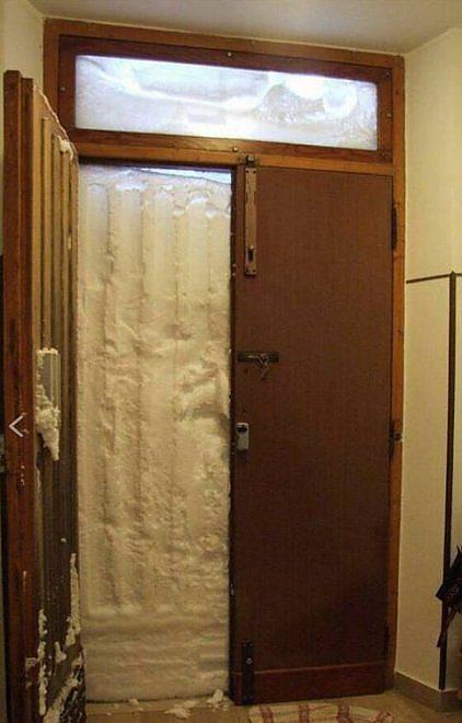Chieti, famiglia murata in casa per la neve
