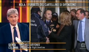 YOUTUBE Malore in diretta a Quinta Colonna: comandante vigili sviene dopo telefonata