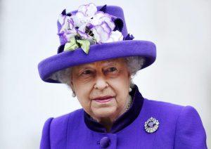 Regina Elisabetta ricompare in pubblico dopo settimane