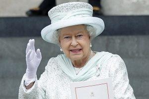 Regina Elisabetta ancora malata, Regno Unito in ansia