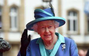 Regina Elisabetta in via di guarigione? Prende parte al primo evento dopo Natale