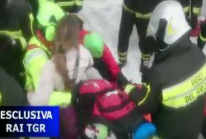 YOUTUBE Valanga Hotel Rigopiano: estratti i primi feriti