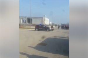 Rimini, l'incidente tra una Vespa e l'auto dei carabinieri VIDEO