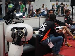 Robot si sfideranno per entrare nelle nostre case. Faranno carriera e...