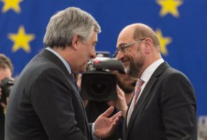 """Martin Schultz scherza col successore Tajani: """"Il tuo migliore amico non è certo il mio"""""""