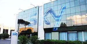 Sky si sposta da Roma a Milano: 200 rischiano licenziamento, 300 il trasferimento
