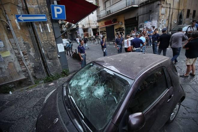 Sparatoria a Napoli, bimba di 10 anni ferita a un piede