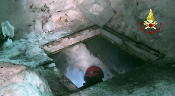 """Rigopiano, le """"stanze"""" dei sopravvissuti: cioccolata, acqua... FOTO"""