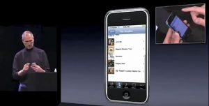 iPhone compie dieci anni. Così Steve Jobs reinventò il telefono