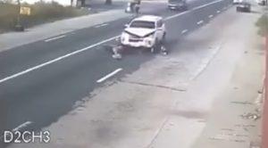YOUTUBE Suv bianco investe la moto, una strage in diretta