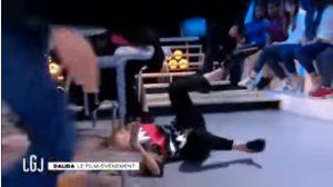 YOUTUBE Sveva Alviti malore in diretta tv: cade in terra e...