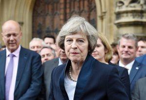 """Brexit, il giallo della tassa sui lavoratori Ue. Governo: """"Ci sarà"""", ma Theresa May smentisce..."""