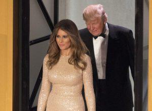 YOUTUBE Melania Trump in oro ruba la scena al gala a Washington FOTO