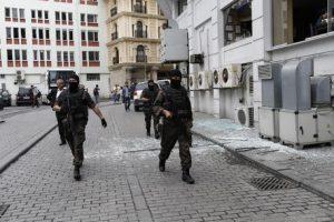 Sparatoria Istanbul, apre fuoco al ristorante: un morto e due feriti
