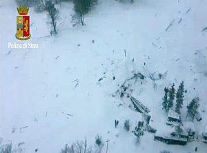 Hotel Rigopiano, una enorme colata di detriti: neve forte, terreno debole