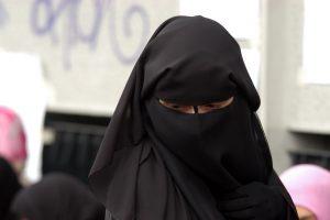 Isis, Sonia Khedhiri: fuga in Turchia per amore o in Siria per combattere?