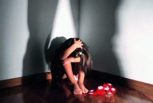Battipaglia, madre fa prostituire figlia di 12 anni per 5 euro: arrestata
