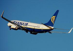 Volo Ryanair, milanese muore davanti ai passeggeri dopo malore
