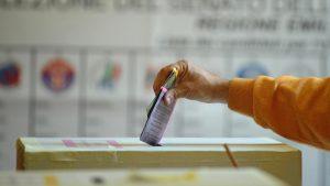 """Pd-M5s-Lega-Fdi, partito trasversale del voto subito. Renzi: """"Così evitiamo vitalizi"""""""