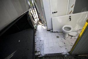 Usa: a 12 anni chiuso in bagno per un anno. Trovato denutrito e coperto di feci