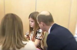 """Principe William alla bambina di 9 anni: """"Anch'io da piccolo ho perso la mamma"""""""