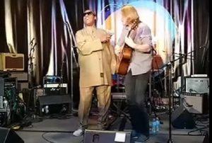 "YOUTUBE Canta ""Superstition"", poi arriva Stevie Wonder e..."