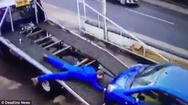 Auto su carro attrezzi3