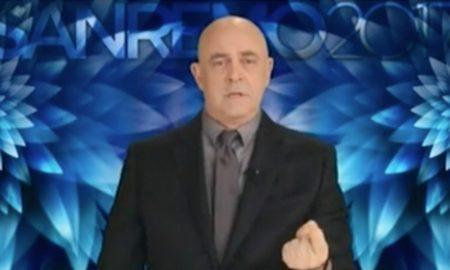 """VIDEO Maurizio Crozza a Sanremo attacca Renzi: """"In tre anni non ha fatto nulla"""""""
